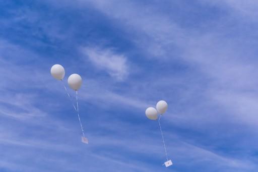 Luftballons mit Nachricht
